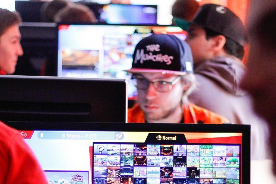 Datev unterstützt E-Sports-Verein Project HIVE